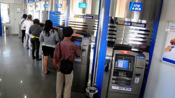 Tarik Tunai di Mesin ATM BCA